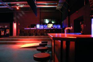 Saal des Lindenparks - Blick auf die Bars